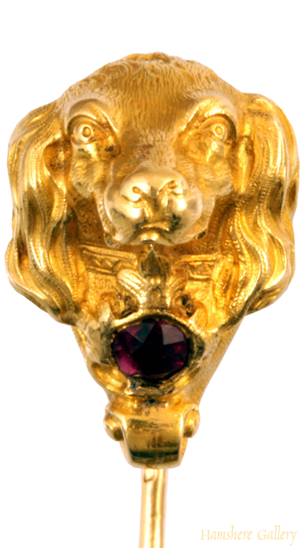 Click to see full size: King Charles Cavalier Spaniel gold pin with almandine garnet