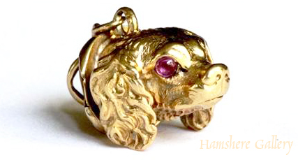 Click to see full size: Gold pendant of a King Charles Cavalier Spaniel