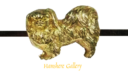 Click to see full size: An early 20th century 9 carat gold Pekingese bar brooch
