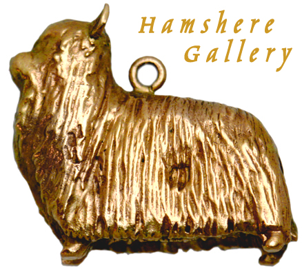 Click to see full size: A 9 carat gold Yorkshire Terrier / Silky Terrier charm