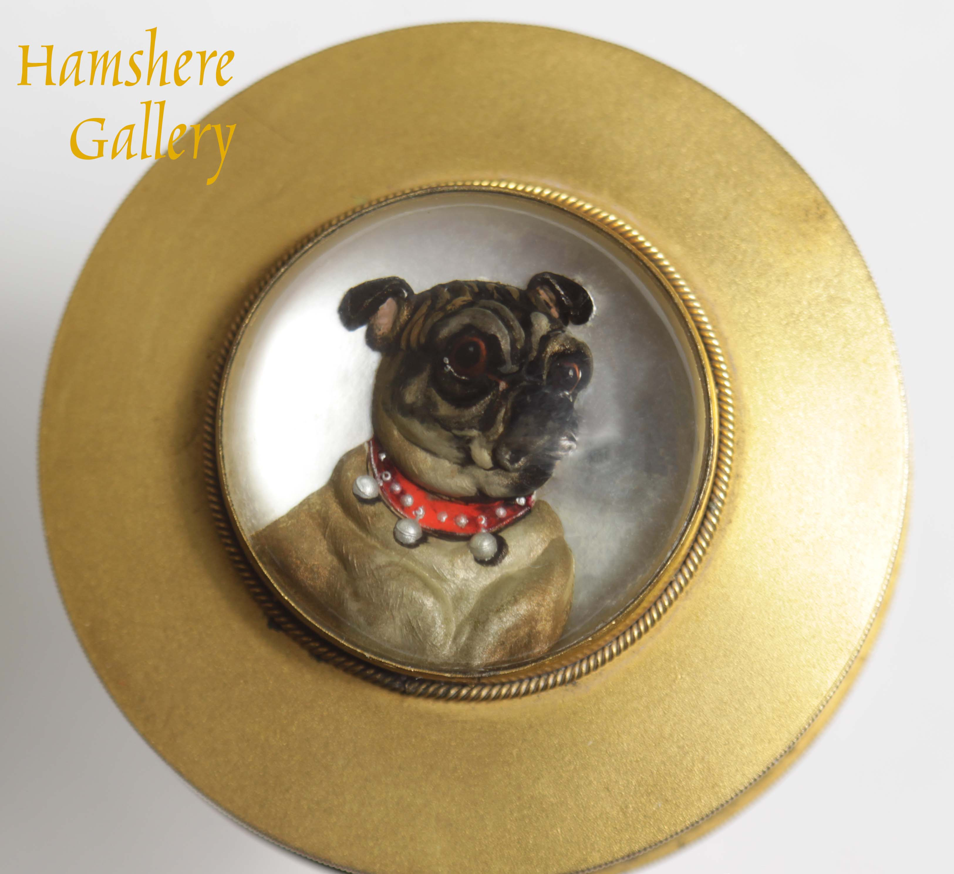 Click to see full size: Circular reverse intaglio crystal Pug box