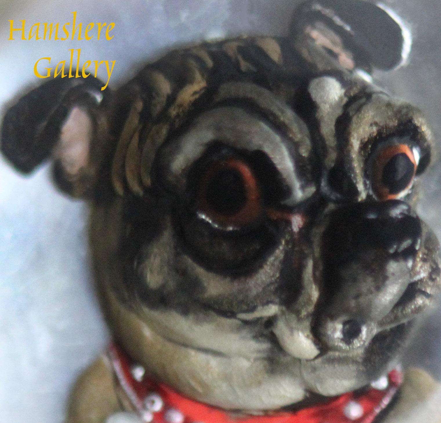Click for larger image: Circular reverse intaglio crystal Pug box - Circular reverse intaglio crystal Pug box