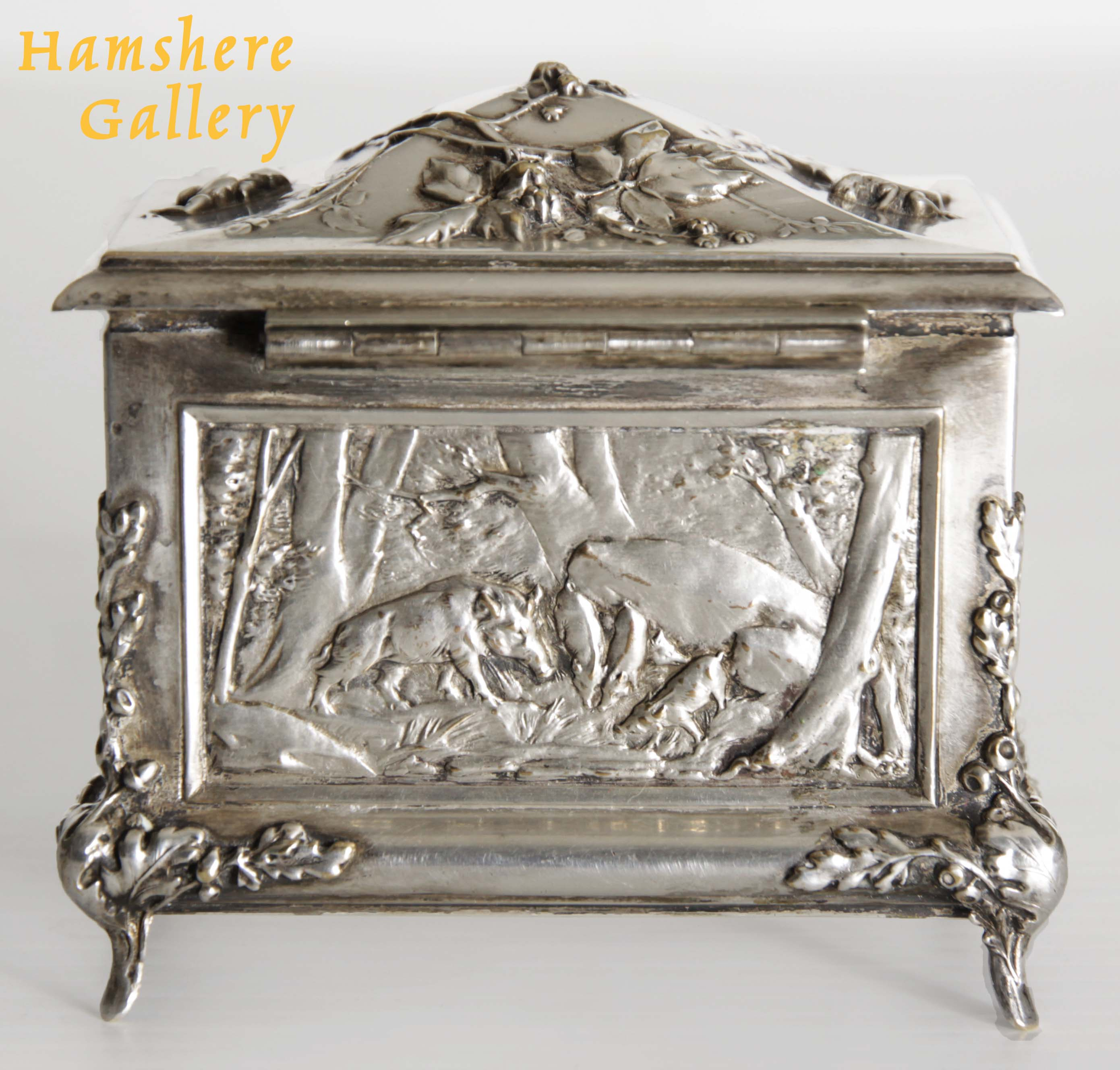 Click to see full size: A silver hunting / La Chasse jewellery box by Louis Armand Rault (French, 1847-1903)
